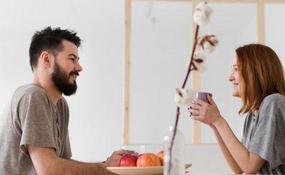 Hablar con una mujer en una cita