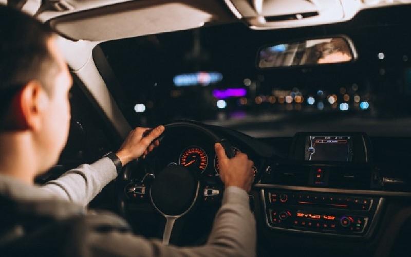 Viajar en coche de noche